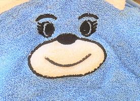 מגבת קפוצ'ון לתינוק עם רקמת ארנבון צבע כחול תכלת