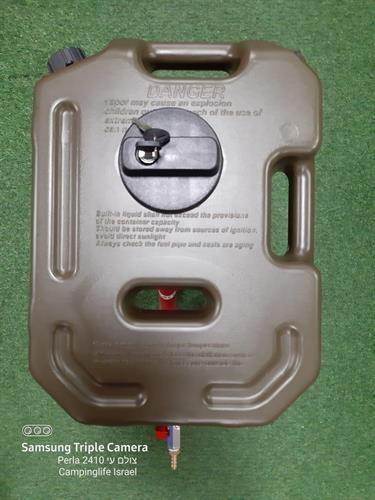 מיכל גר'יקן  דלק או מים שטוח 10 ליטר צבע אדום כעת עם ברז הזמנה מיוחדת עם מתקן תלייה ומנעול