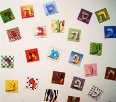 משחק מגנטי כדי ללמוד את האותיות