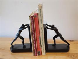 תומך ספרים בשחור