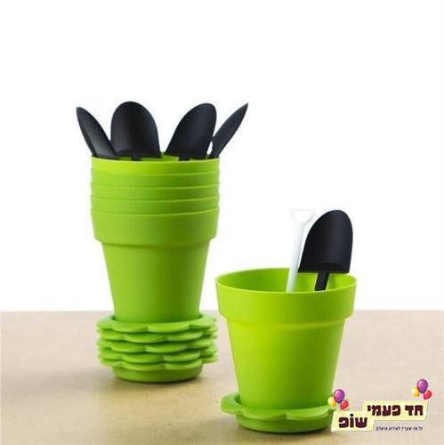 עציץ פלסטיק ואת חפירה ירוק