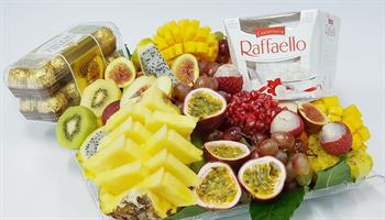 Fruits with chocolate basket -שילוב מתוק