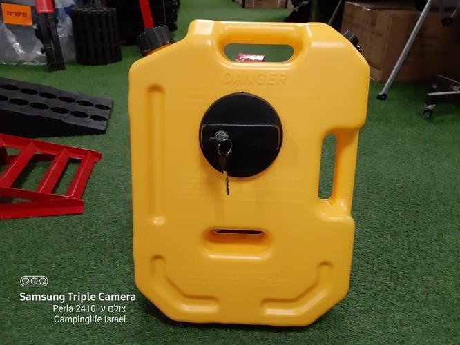 מיכל גר'יקן  דלק או מים שטוח 10 ליטר צבע צהוב עם ברז הזמנה מיוחדת ומתקן תלייה ומנעול