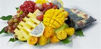 Fruit tray with fruit sushi roll -גילגול ורול