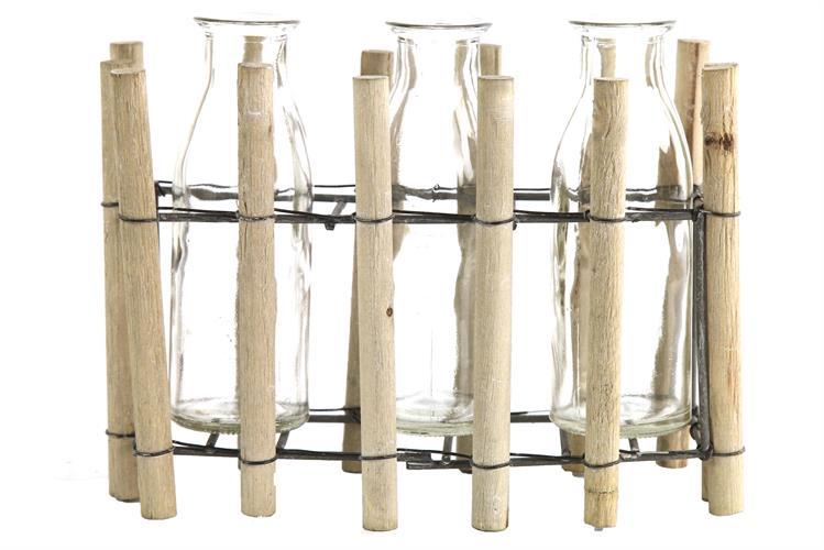 שלושה בקבוקי זכוכית בסטנד עץ