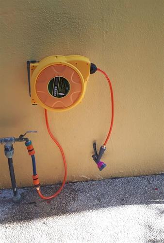 צינור מים גלגלת  אוטומטית  קפיצית 15 מטר לגינה או לבית