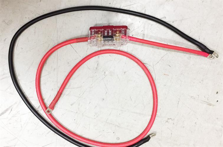 זוג כבלים 70 ממ למערכות סולאריות לחיבור בין הממיר למצבר + פיוז מצופה זהב + בית פיוז של חברת Sterling