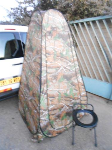 אוהל לוחמי אש צבעי הסוואה עם אסלה שחורה