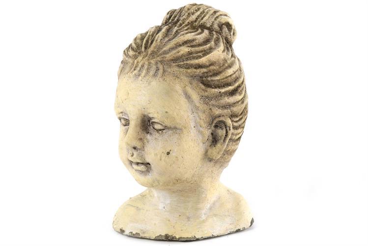 פסל אבן ילדות נשכחת גבוה