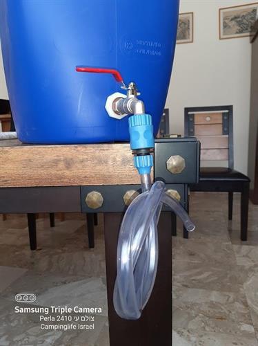מיכל מים ג'ריקן 60 ליטר צבע כחול פקק שחור  עם נשם ברז כדורי שגיב מתכת עם צינור וחיבור מהיר