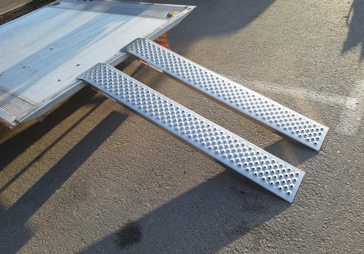 רמפות עד 180 KG זוג להעמסה ציוד או אופנוע  אלומיניום דגם 1.5 מטר אורך  המשקל מחולק כהלכה