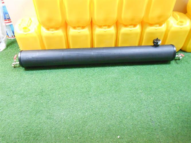 מיכל מים עם 2  ברזים 1 פתח מילוי  1 נשם  1.5 מטר  אורך קוטר 16 סמ'  ליטר לג'יפים טנדרים ועוד