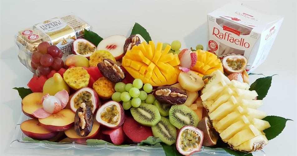 Fruit and chocolate basket - שילוב מנצח