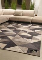 שטיח מודפס גאומטרי אפור