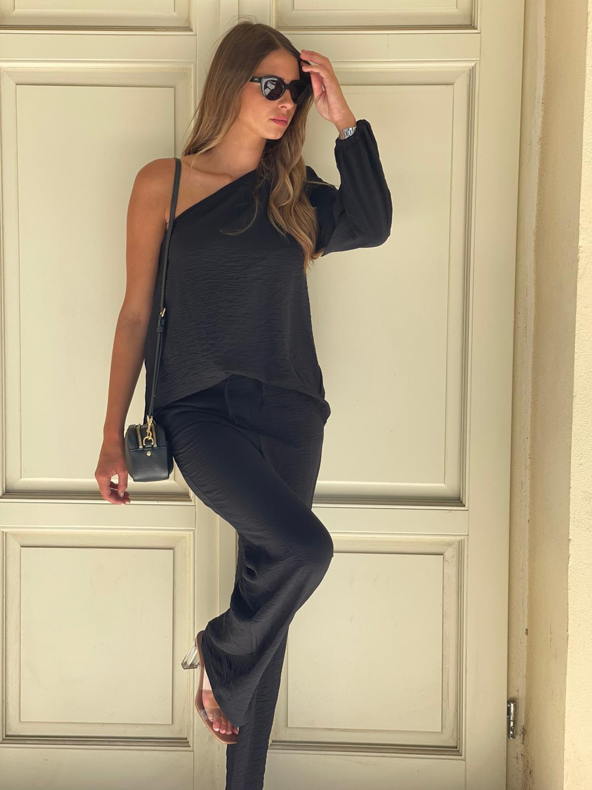 חליפת מכנס חולצה כתף שחור