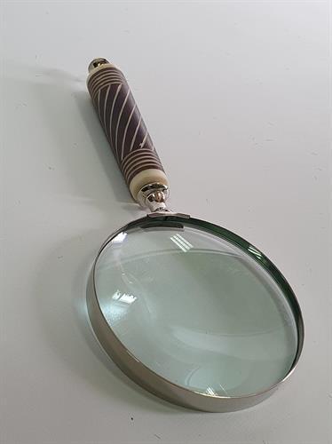 זכוכית מגדלת - ידית חום לבן