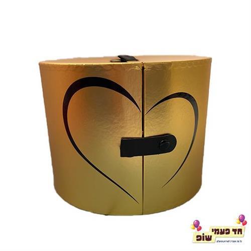 קופסא נפתחת לחצי לב זהב