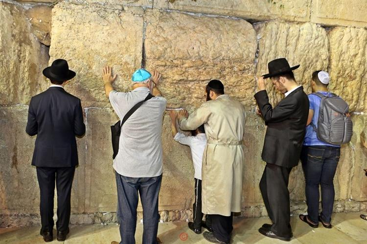 Support Israel and get this picture: Prayers at the Western Wall
