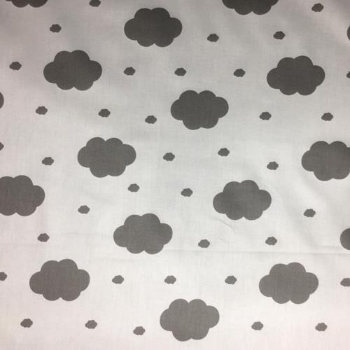 משטח פעילות בעיצוב עננים, רקע לבן