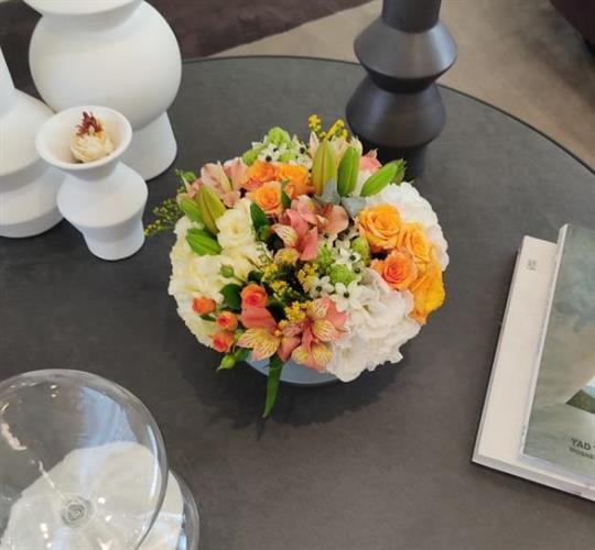 סידור פרחים בסגנון צפוף אלגנטי