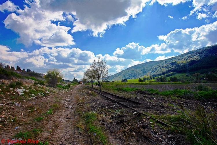 Support Israel and get this picture: Jezreel Valley Railway
