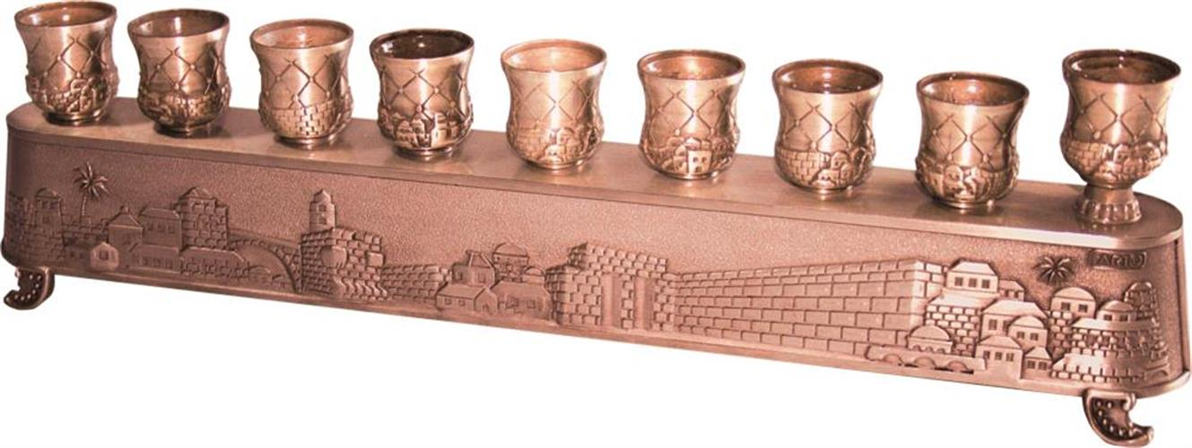"""""""חנוכיית הקסם"""" של ארט - חנוכייה מתהפכת ומשמשת גם לפמוטים גימור נחושת בעיצוב """"ירושלים"""" 8X30 ס""""מ"""