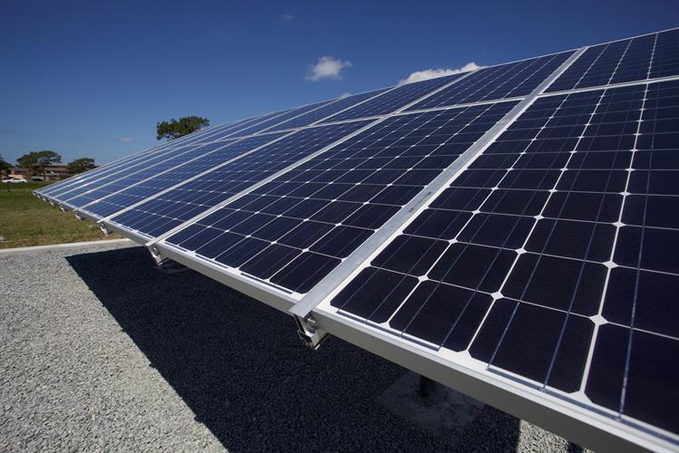 קונסטרוקציה לגג בטון לשישה פאנלים סולאריים 150-450 ואט
