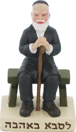 """סבא מפוליריזן יושב על ספסל ומחזיק מקל הליכה - לסבא באהבה 11 ס""""מ"""