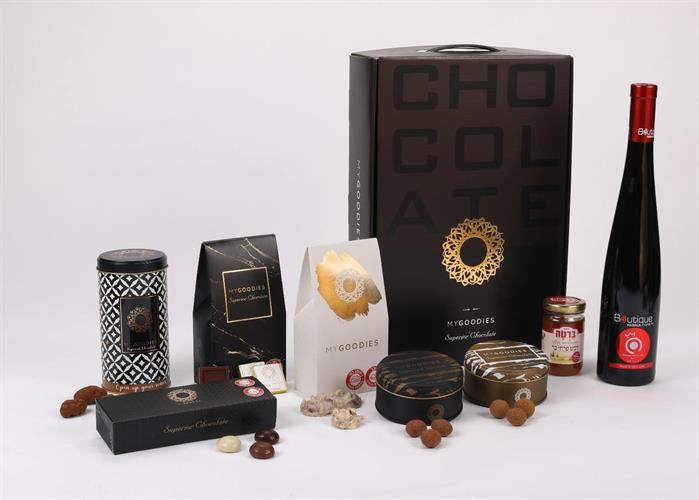 מארז נפטון שחור- מארז שוקולד ויין קינוח רימונים