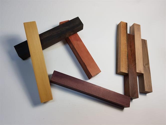 בלוק מעץ לחריטה של עט