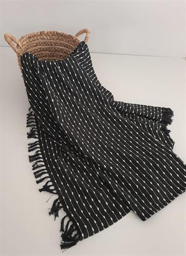 כיסוי למיטה איכותי במראה דקורטיבי דגם - דובאי שחור שמנת