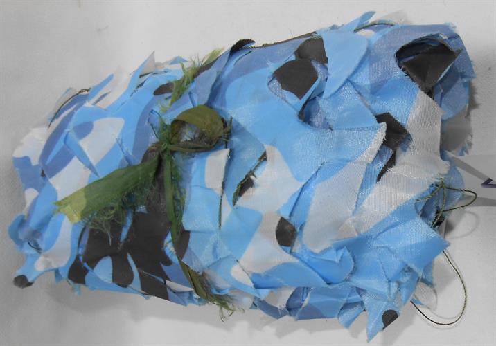 רשת  הסוואה  3  על 2 מטר סיגנון צבאי טקטי צבע כחול לבן וגוונים נוספים עם נגיעות שחור