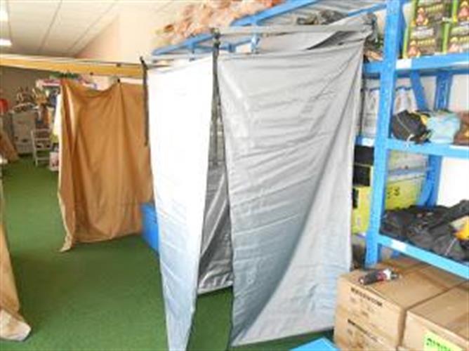 אוהל תא הלבשה שירותים ומקלחת להתקנה קבועה על הגיפ או הקראוון עם אפשרות להסרה