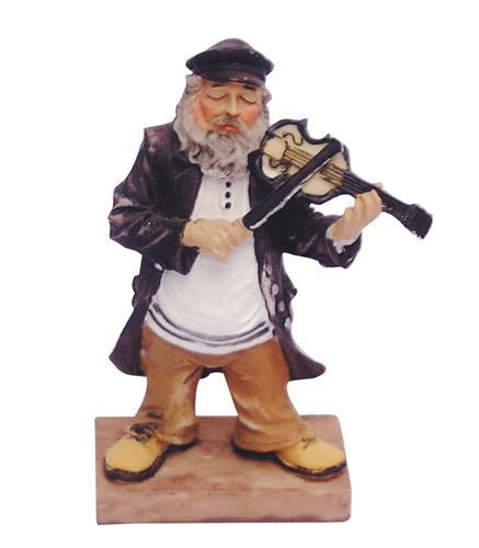 """חסיד מפוליריזן שחור עומד על במה ומנגן בכינור 11 ס""""מ"""
