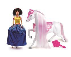 נסיכות אופנה-יובל עם סוס