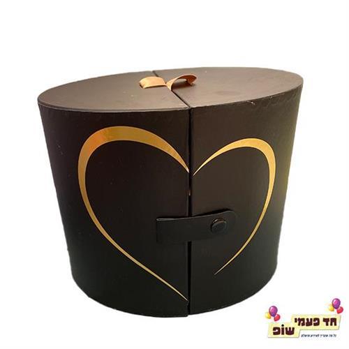 קופסא נפתחת לחצי לב שחור