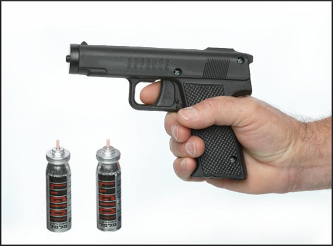 אקדח תרסיס פלפל לנטרול והרתעה! האמצעי המושלם להגנה עצמית מבית דיפנס הישראלית, כולל 2 מיכלים בערכה.