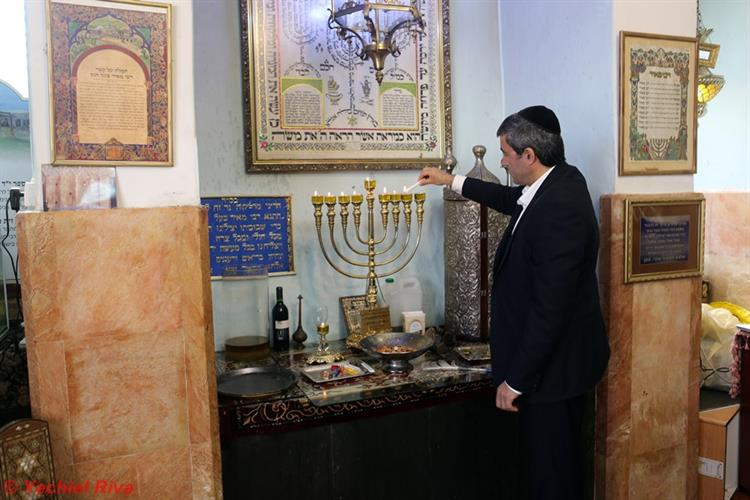 Support Israel and get this picture: Lighting Chanukah candles in Tiberias