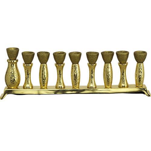 """חנוכיה מאלומיניום זהב מרוקע עם קנים מוזהבים עם נצנצים שמש בצורת כד השמן 11X33 ס""""מ"""