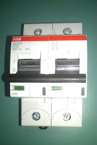 מפסק DC מקצועי 16 אמפר למערכת סולארית בין הקולטים לבקר