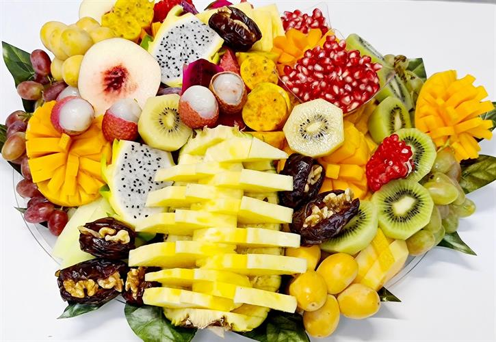 Huge world fruits tray - האדיר