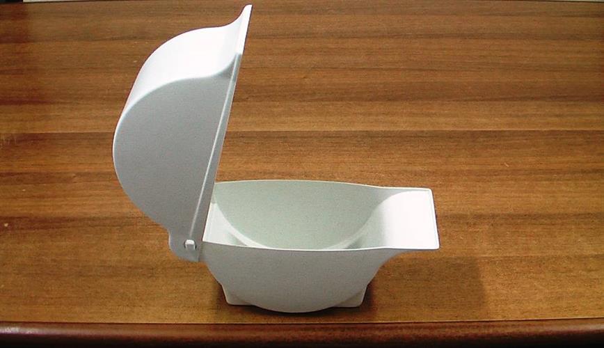 קופסא עם מכסה וציר