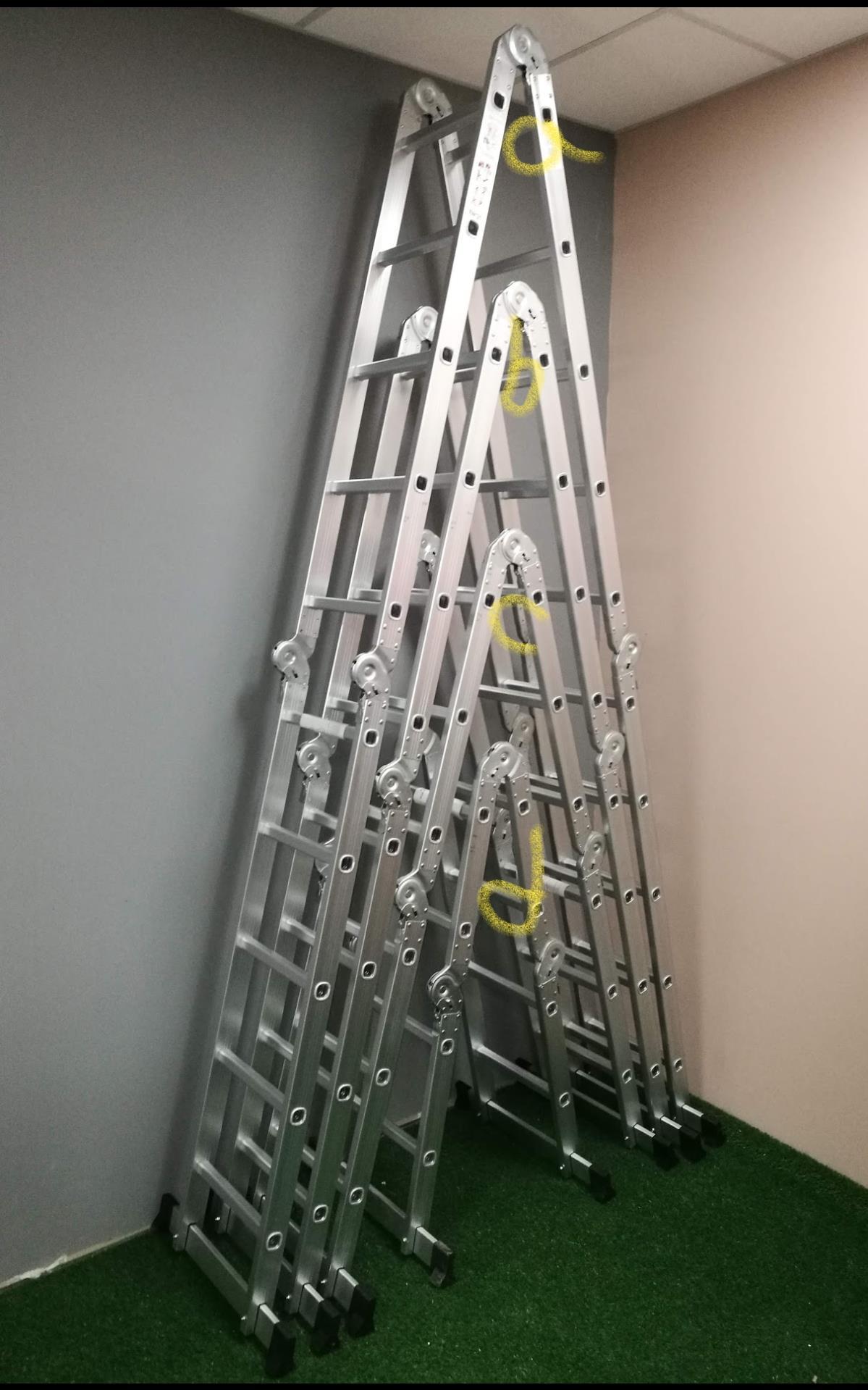 סולם  אלומיניום קל מתקפל   ל 4 חלקים   3.6 מטר אורך במצב פתוח ישר  לבית  לבית המלאכה ולטכנאים