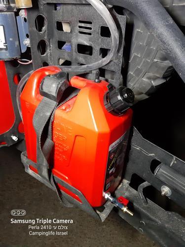 ג'ריקן 10 ליטר לבנזין  או מים עם ברז ונשם מיכל דלק אליהו  אדום עם שסתום במשפך