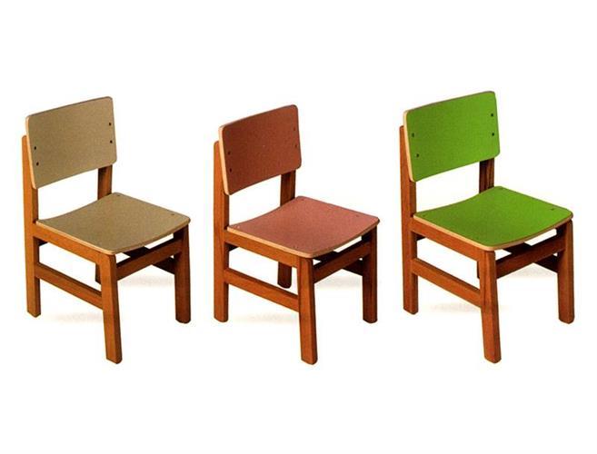 כיסא עץ בוק צבעוני במגוון צבעים