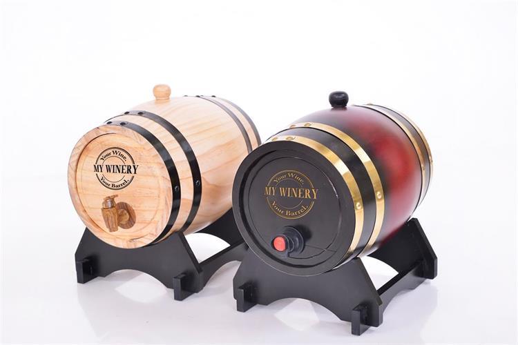 חבית בנפח 10 ליטר במילוי יין אדום