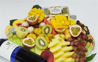 Huge tray: fruits,wine&chocolate - אדיר בתוספות